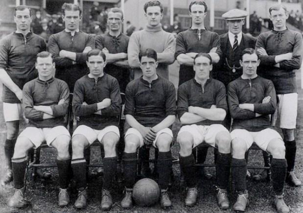 Harry Lowe el más viejo en jugar en la liga