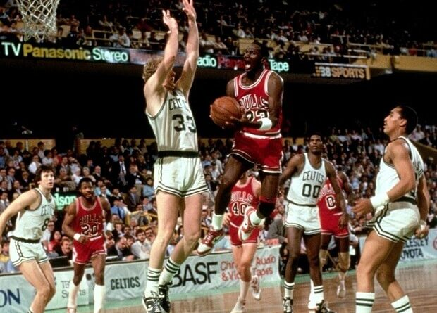 Jordan y Bird Playoffs 63 puntos