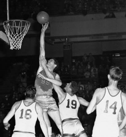 George Mikan cambió el baloncesto