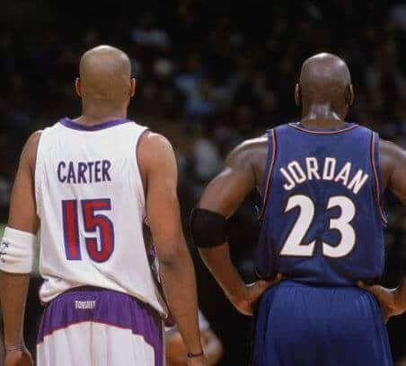 Vince Carter y Michael Jordan durante un partido de 2003