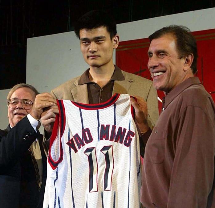 Yao Ming en su presentación con los Rockets