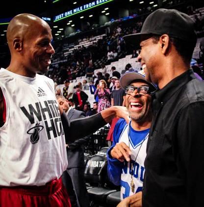 De Izda. a Dcha.: Ray Allen, Spike Lee y Denzel Washington