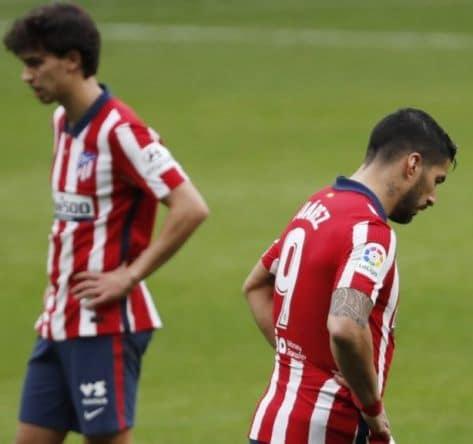 Joao Felix y Luis Suarez